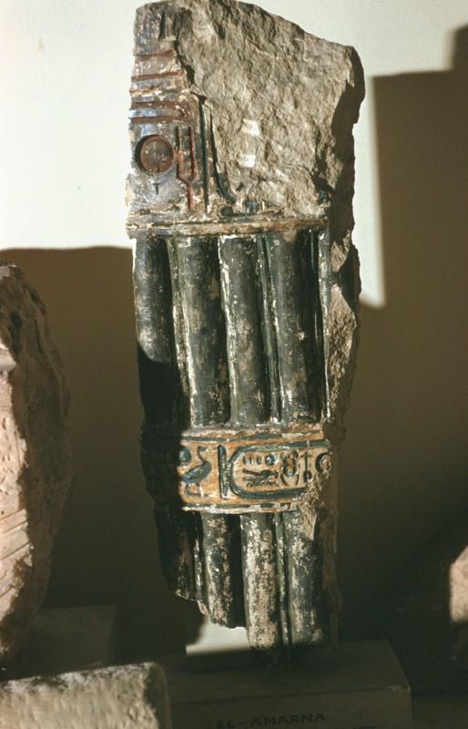 Fragment einer Bündelsäule mit Kartusche