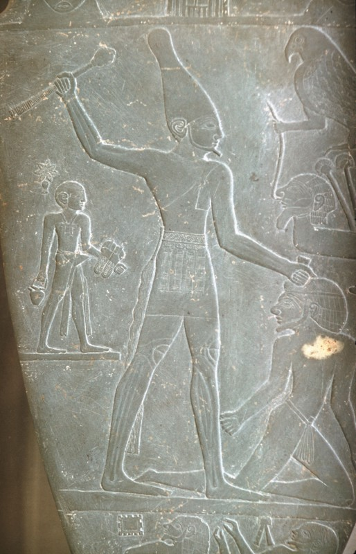 König mit oberägyptischer Krone erschlägt einen Feind, Det. aus 01 107