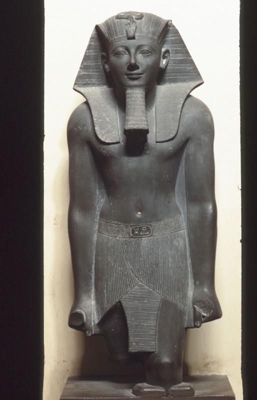 Thutmosis III. stehend, Basalt, H. 90 cm