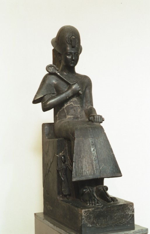 Ramses II. thronend, Basalt, H. 194 cm