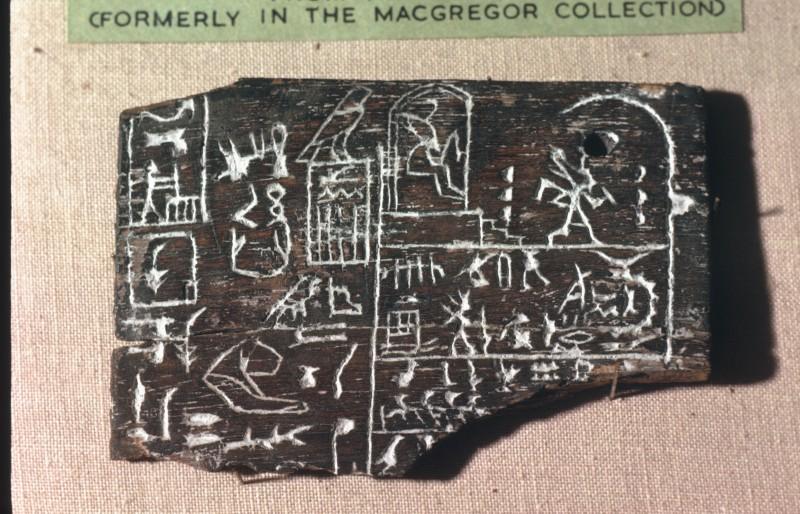 Ebenholztäfelchen mit den Namen des Königs Udimu und seines Kanzlers Hemaka