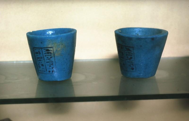 Zwei blauglasierte Näpfchen, 18. Dyn.