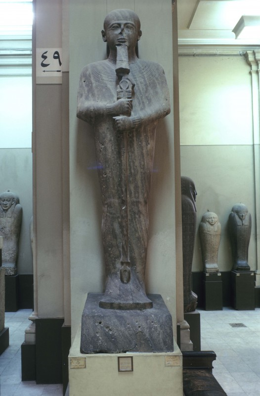 Statue des Gottes Ptah, kristallin. Kalkstein, H. 312 cm