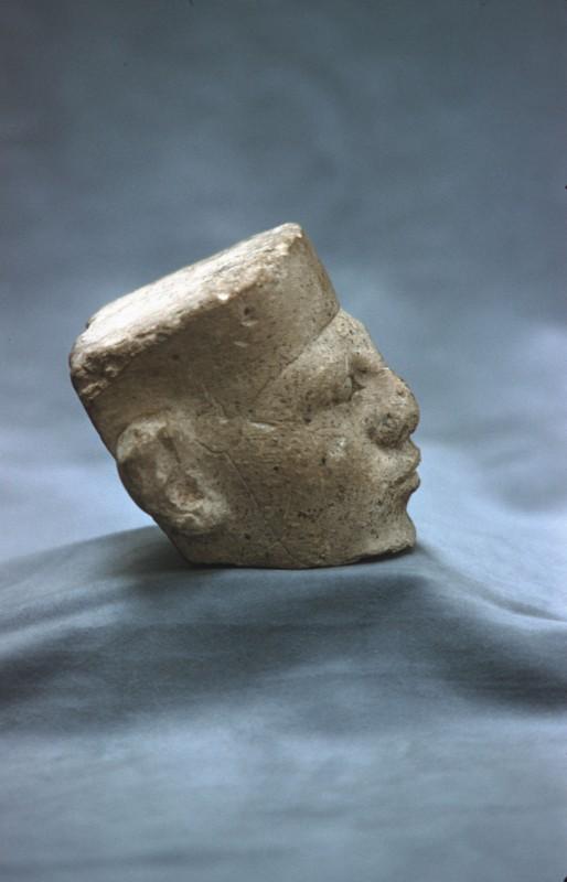 Kopf eines Königs, Kalkstein, Seitenansicht von 01 120