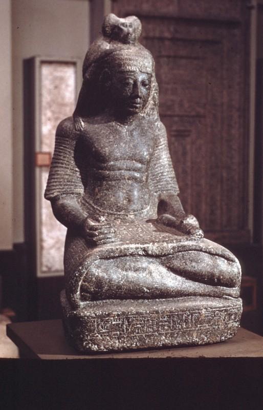Der Schreiber Ramsesnacht, inspiriert von einem auf seinen Schultern hockenden Pavian (dem heiligen Tier des Schreibergottes Thot), Granit, H. 80 cm, Karnak, 20.Dyn.