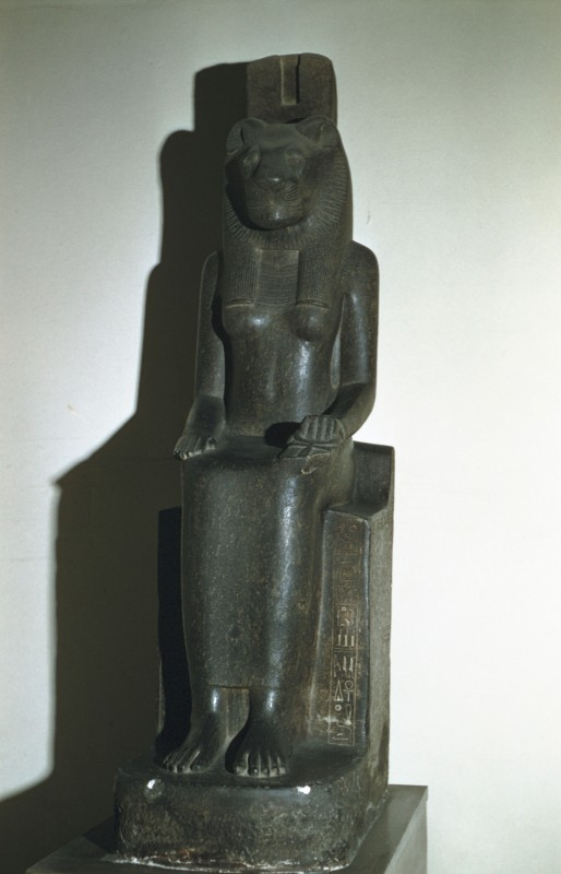Sitzende Sechmet, Granit, überlebensgroß, Zeit Amenophis' III.