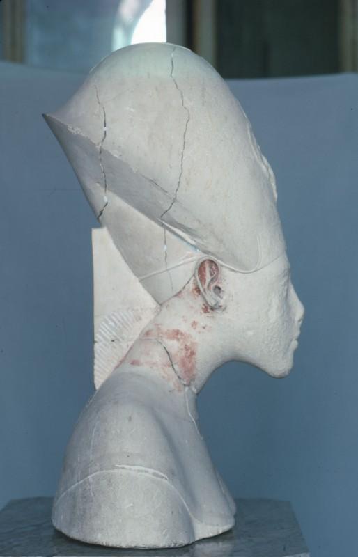 Kalksteinbüste des Echnaton, H. 55 cm