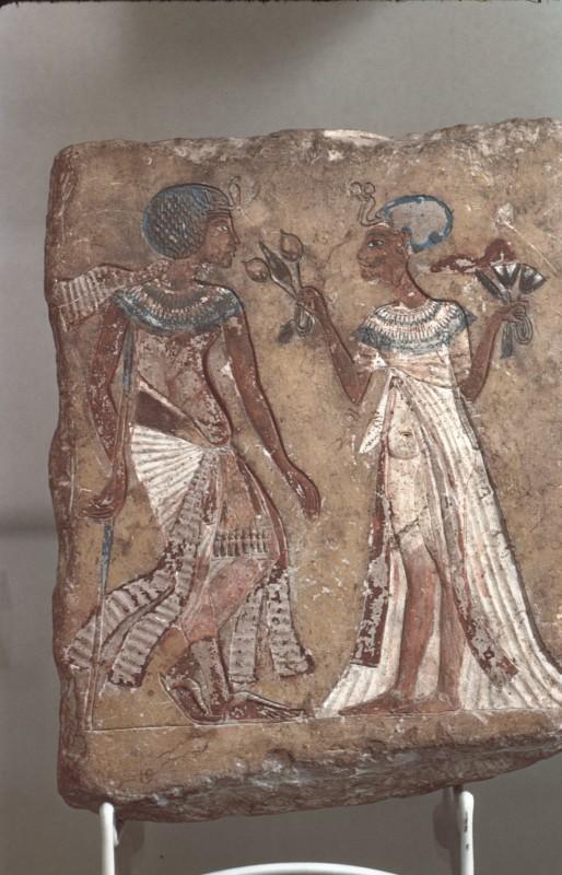 Königspaar, vielleicht Echnaton und Nofretete, bemaltes Kalksteinrelief, H. rd. 24 cm