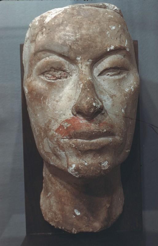 Maske eines Mannes (König Ay (?)), Gips, H. 27 cm, Vorderansicht