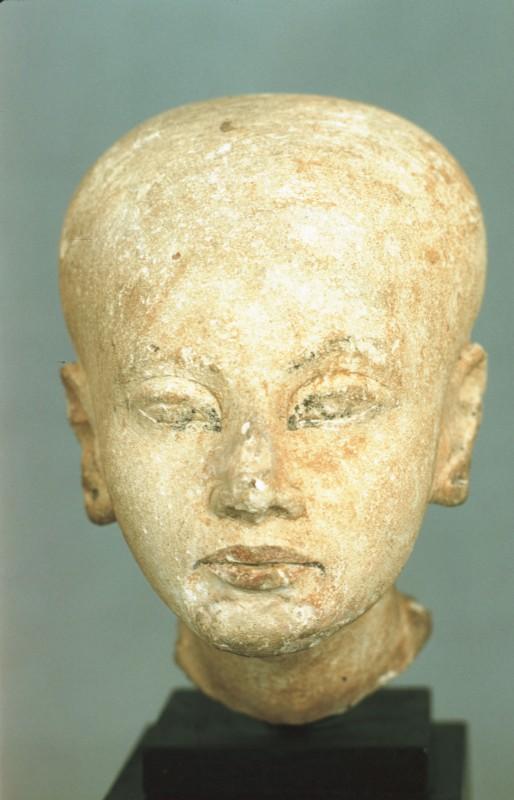 Kopf einer Prinzessin, Teil einer Kalksteinstatue