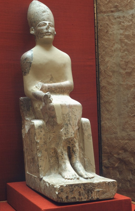 Statue des Königs Chasechem, Kalkstein, 2. Dyn.