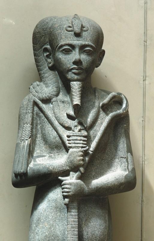 Oberteil einer Statue des Gottes Chons, Granit, H. 252 cm